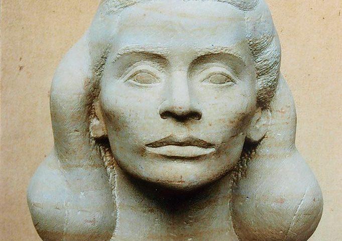 weiblicher Kopf aus Sandstein von Klaus Kütemeier
