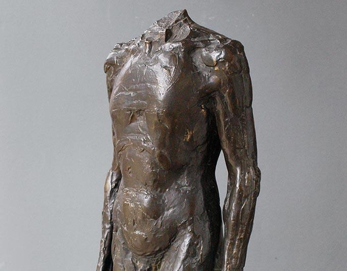 männlicher Torso aus Bronze, schreitend, von Klaus Kütemeier