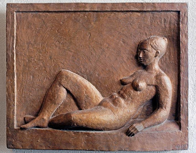 Bronze-Relief mit liegender weiblicher Figur von Klaus Kütemeier