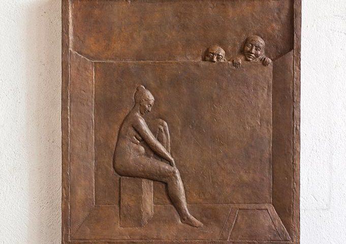 Bronze-Relief mit badender Frau von Klaus Kütemeier