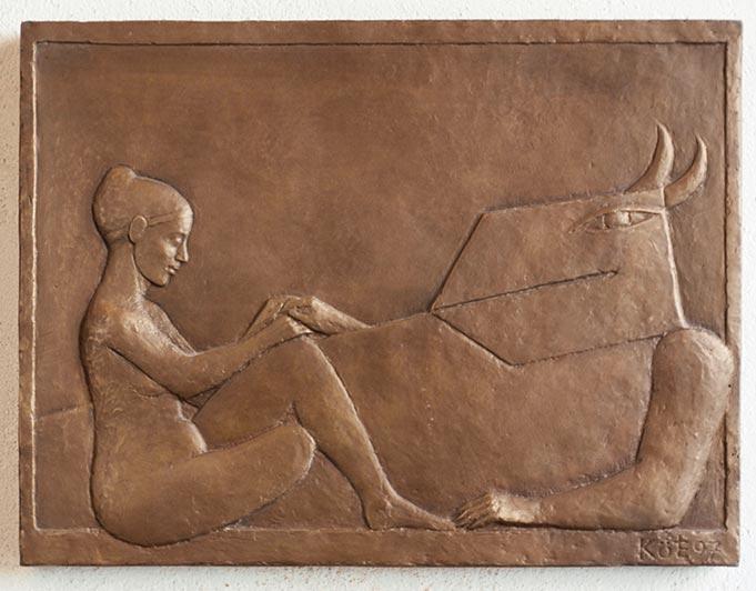 Bronze-Relief mit Frau und tierähnlicher Figur von Klaus Kütemeier