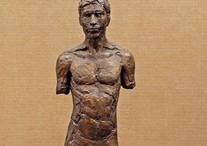 Stehender männlicher Bronzetorso von Klaus Kütemeier