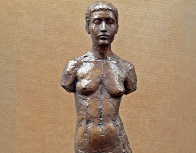 Stehender weiblicher Torso aus Bronze von Klaus Kütemeier