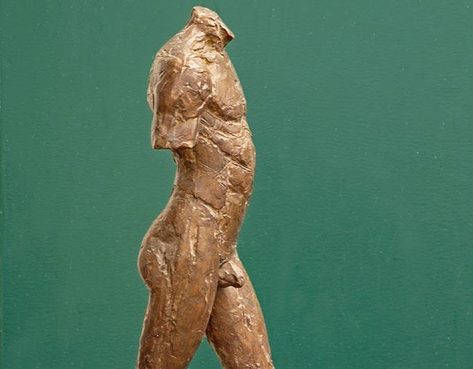 männlicher Bronzetorso in Schrittstellung von Klaus Kütemeier