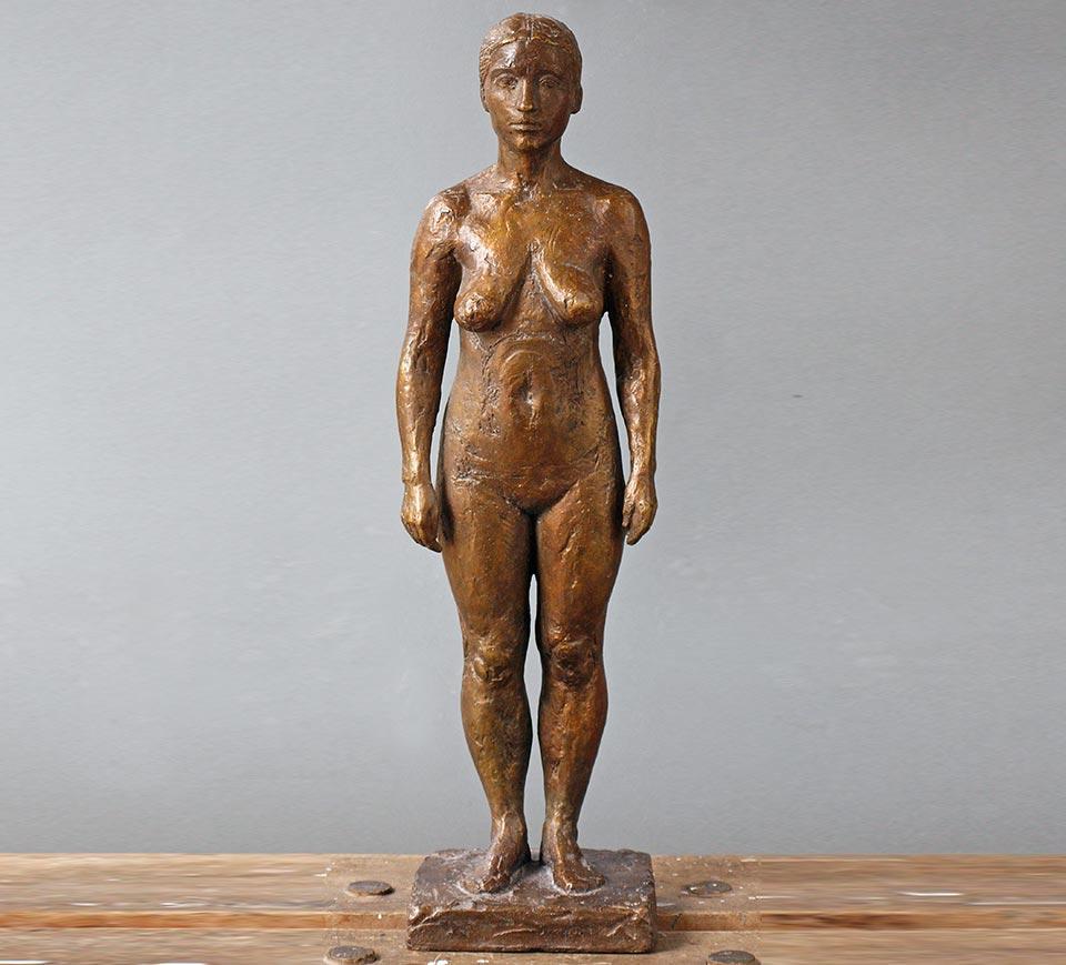 Stehende weibliche Figur, Gitta