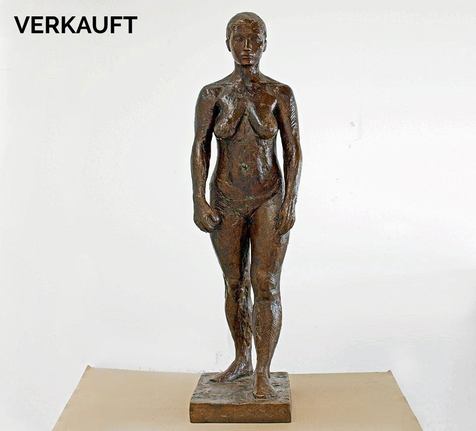 stehende weibliche Fiigur aus Bronze von Klaus Kütemeier
